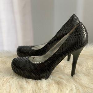 Bamboo faux snakeskin shoe heels size 8.5